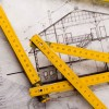 La realizzazione di un muro di contenimento è idonea ad evitare la decadenza del permesso di costruire?