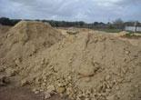 spargimento-di-sabbia-su-un-campo-sportivo-ed-ordine-di-ripristino.jpg